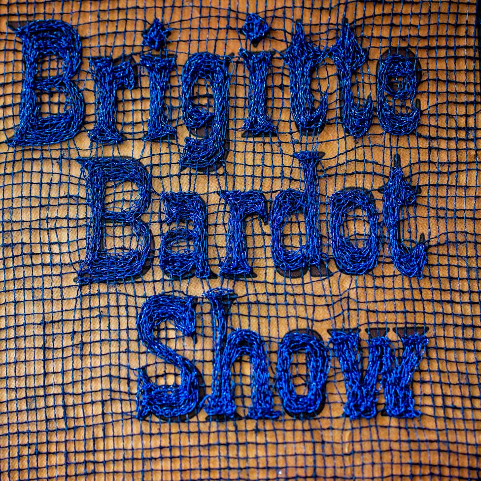 Delphine-Leverrier Brigitte-Bardot vinyle broderie