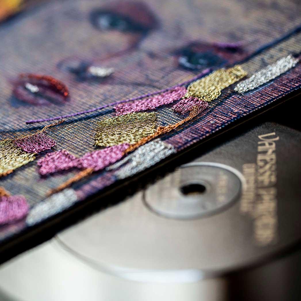 Delphine-Leverrier Vanessa-Paradis vinyle broderie